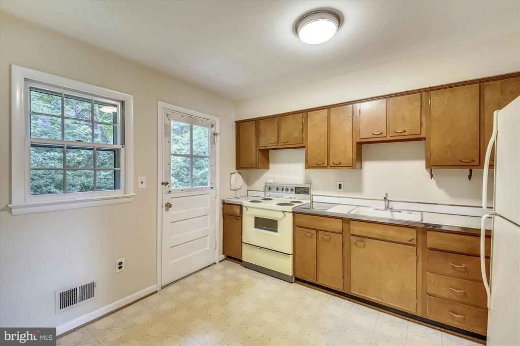 10158 Sutherland Rd, Silver Spring, MD 20901