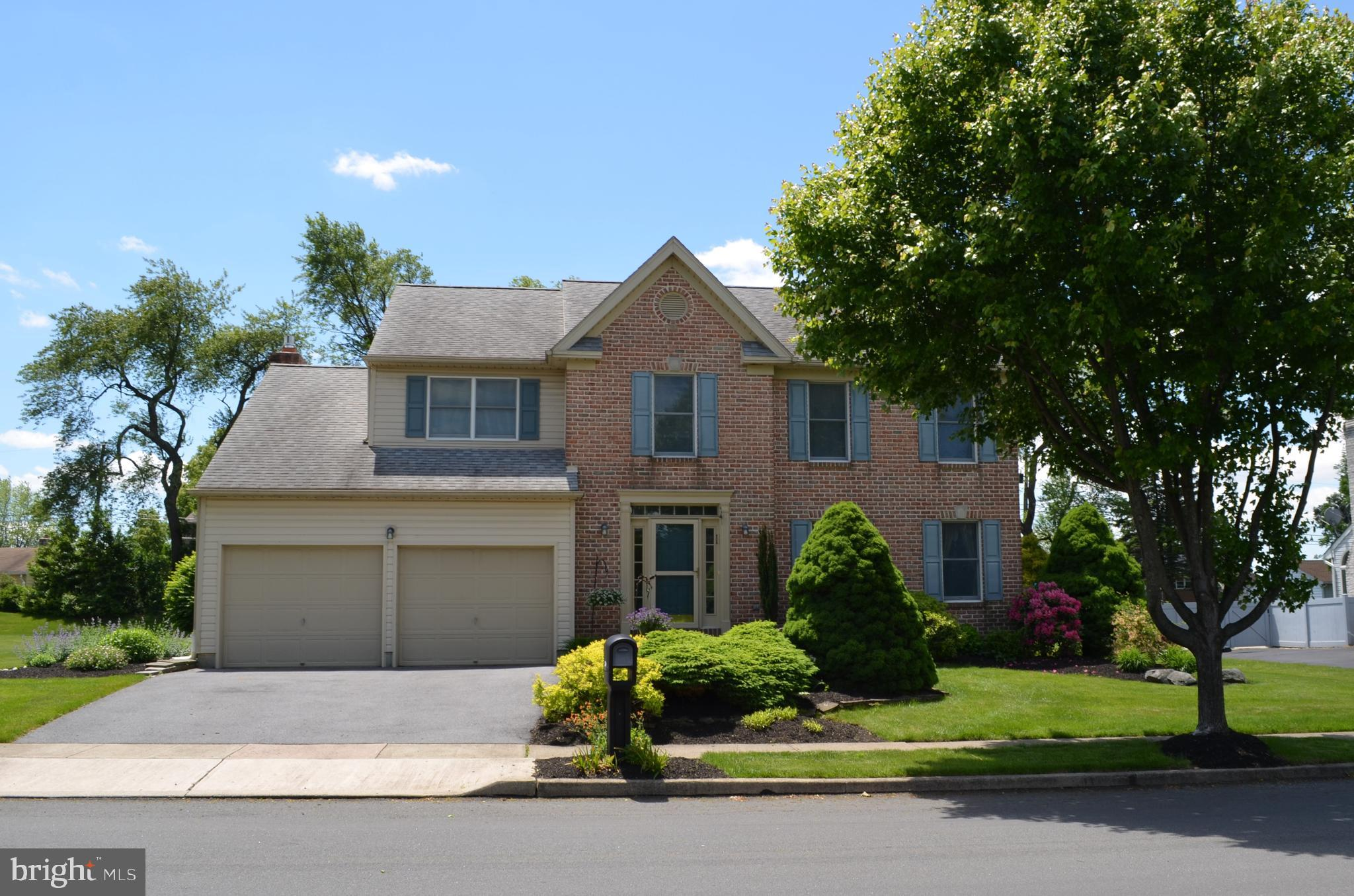2206 GOLDENROD DRIVE, MACUNGIE, PA 18062