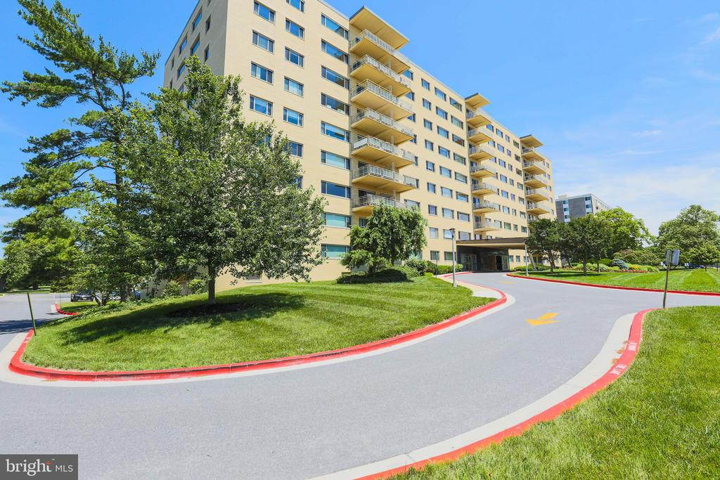 Opportunity to own over 1500 sq. feet in a high rise condo in Upper Park Heights.  2 bedrooms 2 full baths, bright eat in kitchen, gas cooking. Sliding glass doors to the balcony and beautiful sunset views.Dressing room, walk in closet. Utilities included in monthly condo fee. Price reflects the AS IS condition. Cash  / Conventional No FHA No pets!