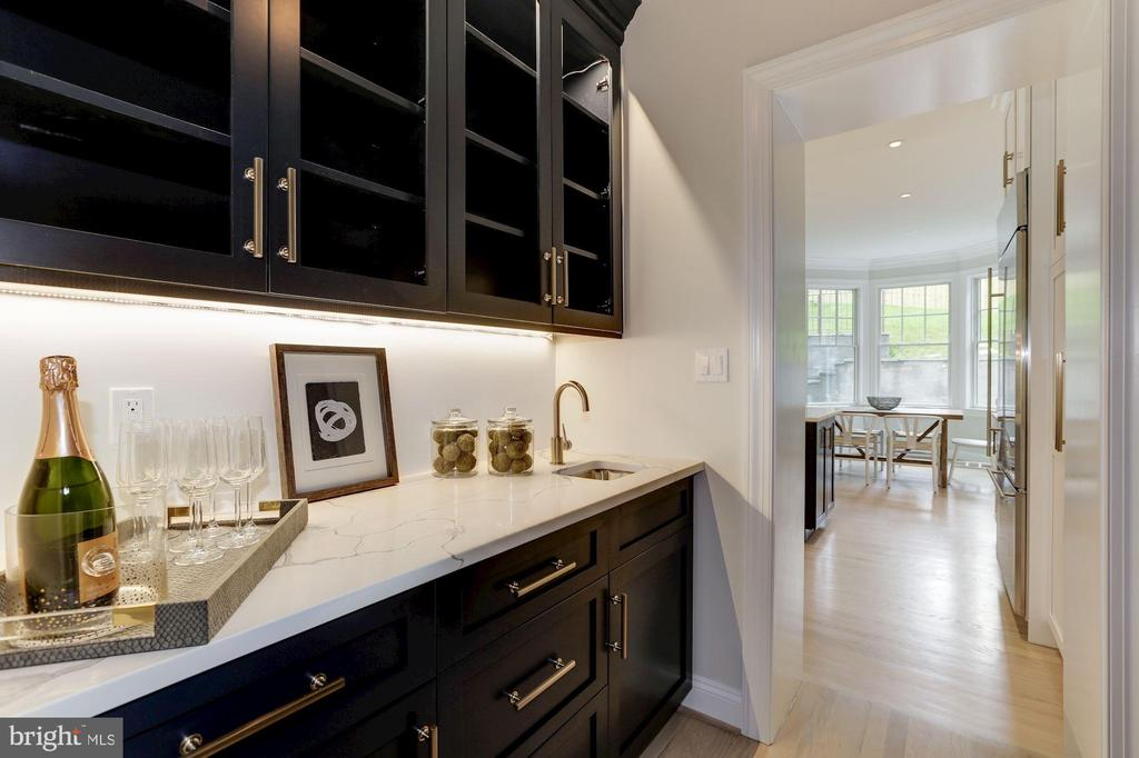 3513 Leland St, Chevy Chase, MD 20815