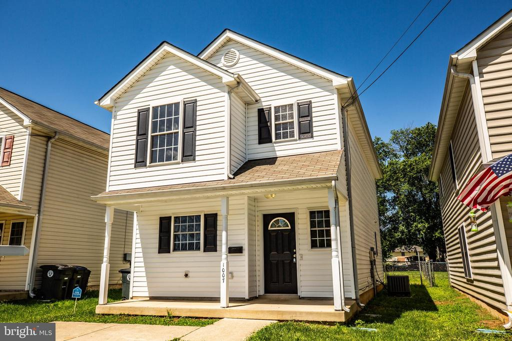 MOVE-IN READY TWO STORY COLONIAL WITH GREAT CURB APPEAL. CONCRETE DRIVEWAY FOR OFF-STREET PARKING. FULL LENGTH FRONT PORCH PERFECT FOR ROCKING CHAIRS. OPEN CONCEPT FLOOR PLAN WITH KITCHEN OPEN TO THE DINING AND FAMILY ROOM. CONCRETE PATIO AND FENCED IN BACKYARD PERFECT FOR ENTERTAINING.
