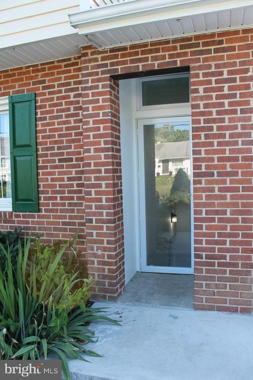 1738 Anderson Rd, Falls Church, VA 22043