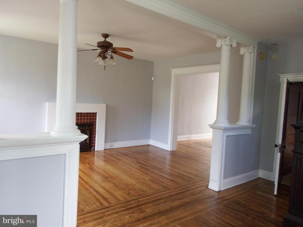 JUST REDUCED FOR QUICK SALE Beautiful Four Bedroom EOG townhome with loads of historic charm and modern touches. Refinished hardwood floors, original colums, Marble tiled bath, Ceramic flooring, newer kit cabinets.