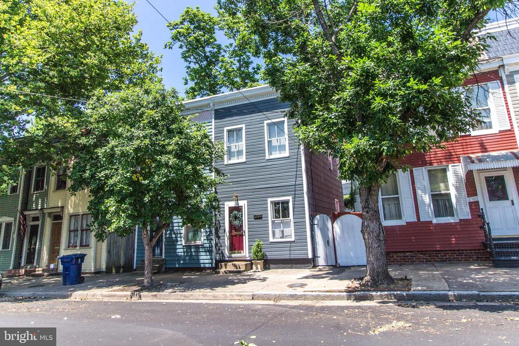 OPEN HOUSE SUNDAY 1-3PM This beautiful quaint townhome in the heart of historic old town offers 3 bedrooms and 1 fully renovated bath, entertain in your bright and airy living room with gleaming wood floors and high ceilings, newer AC/Furnace. Spacious fully fenced rear with custom patio title plus off street parking. Enjoy the fantastic location! Just blocks from 2 metro stations Braddock and King Street which take you directly into Crystal City and Amazon HQ2 and don~t forget to catch the free trolley at King street. Just few blocks to Old Town shops and restaurants. Don~t miss this great home!