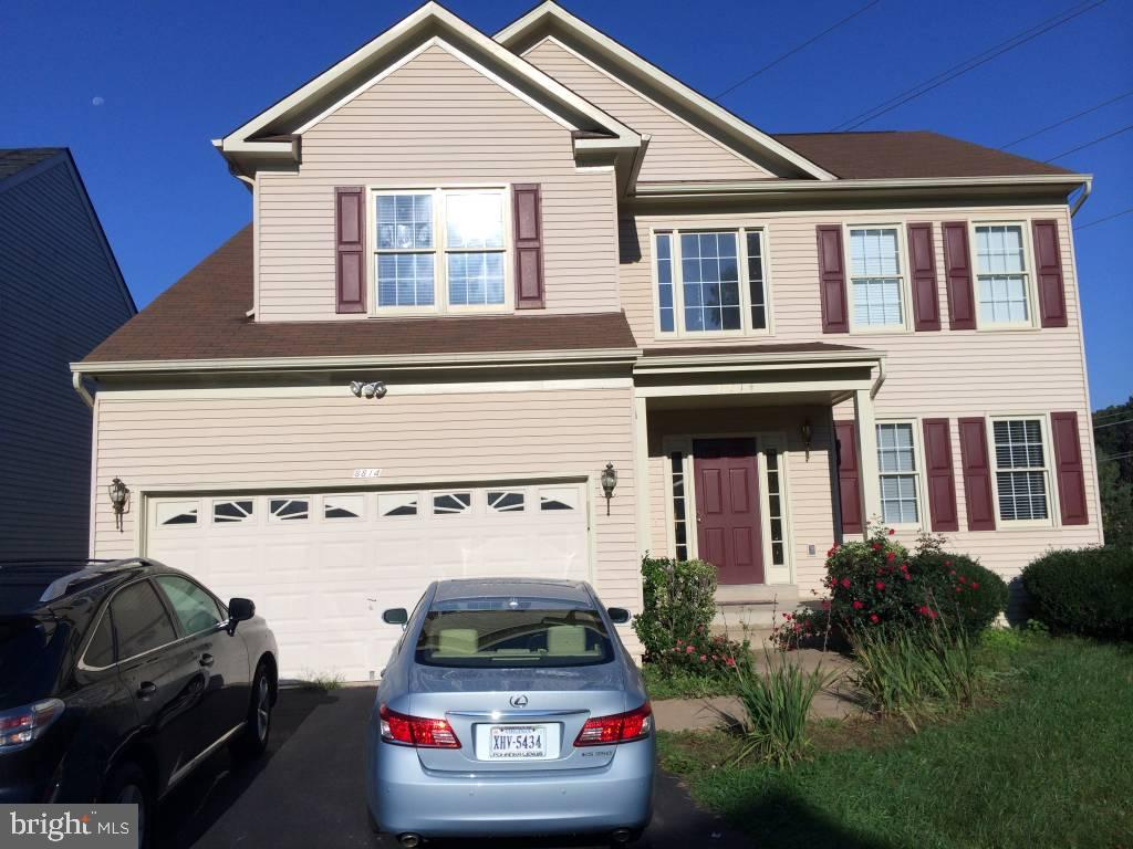 Cross pointe home with 5 bedrooms and 3 1/2 bath. Excellent views from deck. Walkout basement. Area has Two swimming pools and Tennis courts. Very easy access to FFX county park way,high ways. Easy commute to DC, Fort Belvoir, Pentagon.Excellent schools.Available right away.