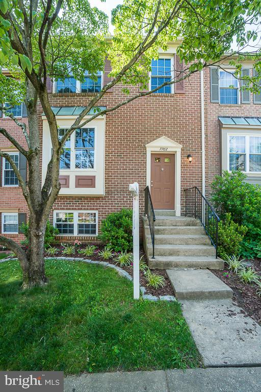 Beautifully Remodeled home in sought after Hunter Village/Daventry neighborhood with in West Springfield high school pyramid. Immaculate spacious home shows pride of ownership. Newer Windows & doors, HVAC, Gourmet kitchen with double gas oven convection range, granite, Shaker cabinets, Hardwood floors on main level and stairs, freshly painted and new lighting are just a few of the upgrades done to this lovely home. Vaulted ceilings make the up stairs bedrooms feel that much larger.  Master bedroom has walk in closet. 4th lower level bedroom is a true bedroom. Large family room leads out to beautiful fully fenced landscaped yard and deck.