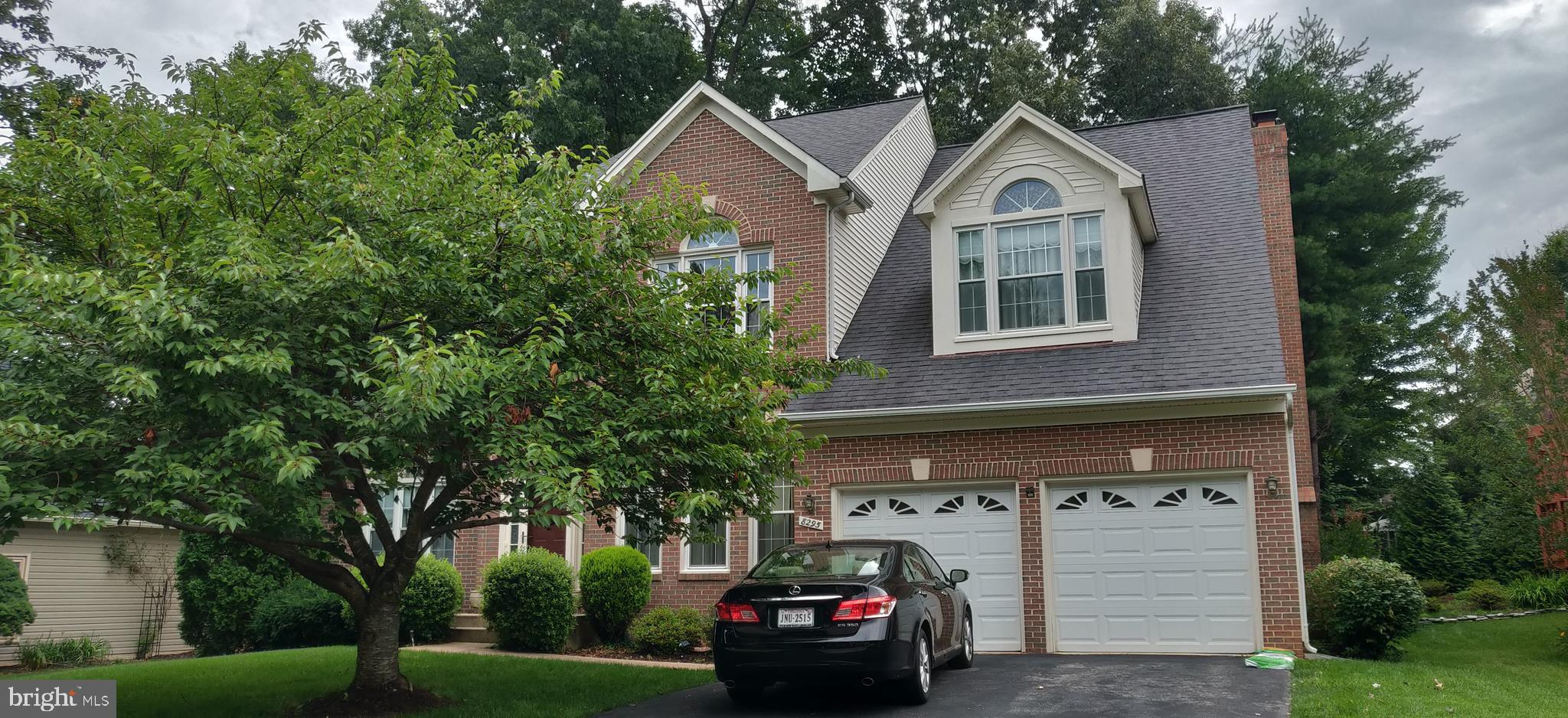 """BEAUTIFUL VAN METRE """"ASHFORD"""" MODEL ON THE CUL-DE-SAC!!*TRIPLE PANE WINDOWS*1ST FLR.LIB.*HARDWOOD 2 STORY FOYER*9'CEILINGS* FR BRICK FP*GOURMET GRANITE KIT. W/SS APPLIANCES,D/OVENS, C-ISLAND C-TOP,D/SINKS,18""""CERAMIC FLRS. & 42""""CABS.*MBR W/VAULTED CEILING & SITTNG AREA, HUGE W/I CLOSET,C-FAN*M.BA. JACUZZI & BOTH UPPER BA'S WITH SKYLIGHTS!* UPGRADED HALLWAY BATH. W/I CLOSETS IN ALL ROOMS. 2 ZONE GAS HEAT & CAC*LAWN SPRINKLER SYS. LARGE DECK BACK TO TREES. OWNER AGENT."""