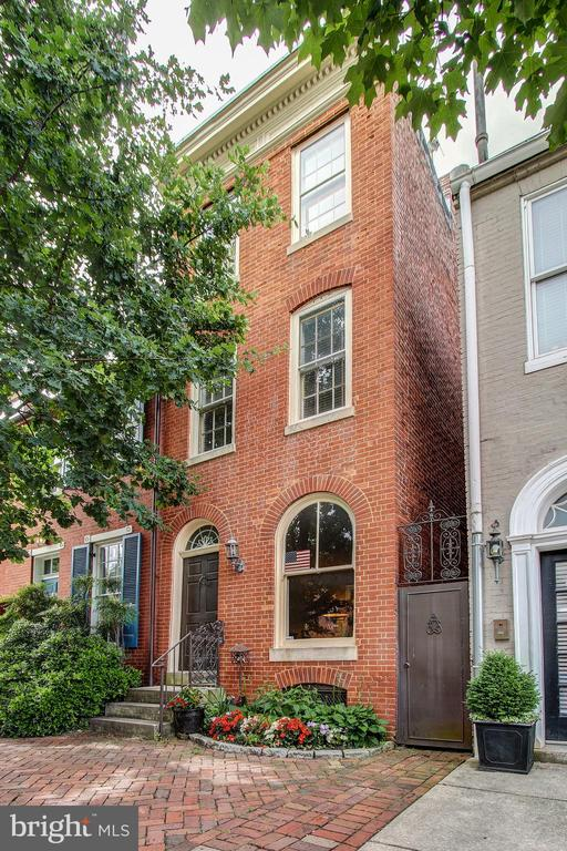 A truly unique historic Federal Hill home! This 2 bedroom 2. 5 bath lies on the beautiful tree lined Montgomery Street. Enjoy the views from our roof top deck or the convenience of this homes location. Open Saturday June 22, 2019 12-2!
