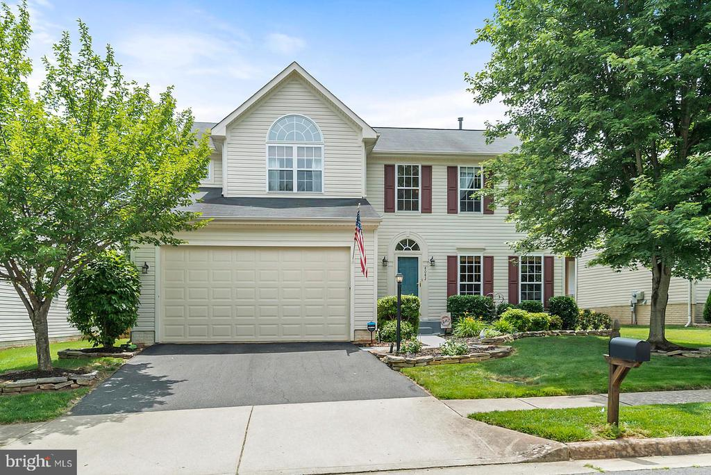 8082 TOWERING OAK WAY, MANASSAS, VA 20111