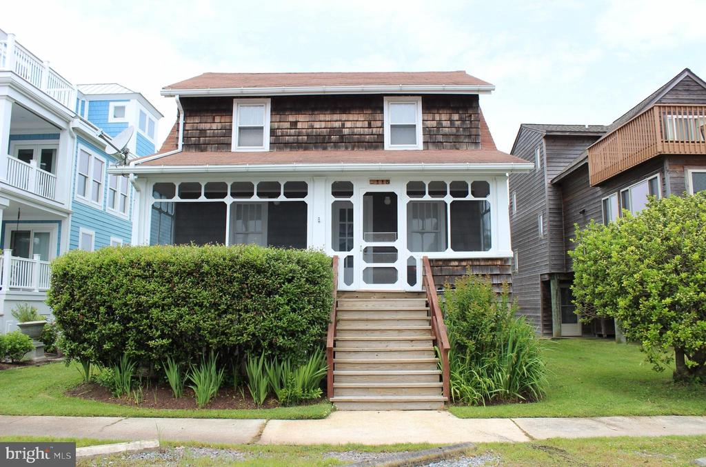 Oceanside! Wonderful well maintained cottage 1 block to the beach.  Offers sunny living room, eat-in kitchen, den, 3 bedrooms, 1.5 baths, screened porch and outside shower. Walk to downtown Bethany, restaurants, shopping and more.