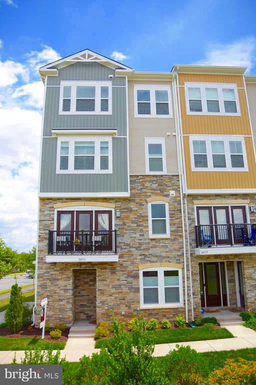 """THIS--IS--IT!!! This """"ALDIE"""" model end unit townhome is the perfect location for your next home inside Stone Mill Corner of Stone Ridge.  Walk to all the shops at Stone Ridge Village Center, Library, pool, clubhouse, community fitness facility directly across the street!  Large 3 BR/2 Bath townhome with private garage.  Over $40,000 in builder upgrades making this one of the nicest homes on the Corner and for less than builder cost!  Like new, barely lived in home and MOVE IN READY!  Stainless steel appliances, granite counter tops in kitchen and bathrooms, upgraded tile finishes, upgraded flooring, walk-in rain shower in master bedroom, smart home upgraded features.  This home has it all!"""