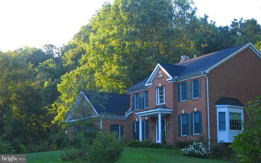 10427 Parkerhouse Great Falls VA 22066