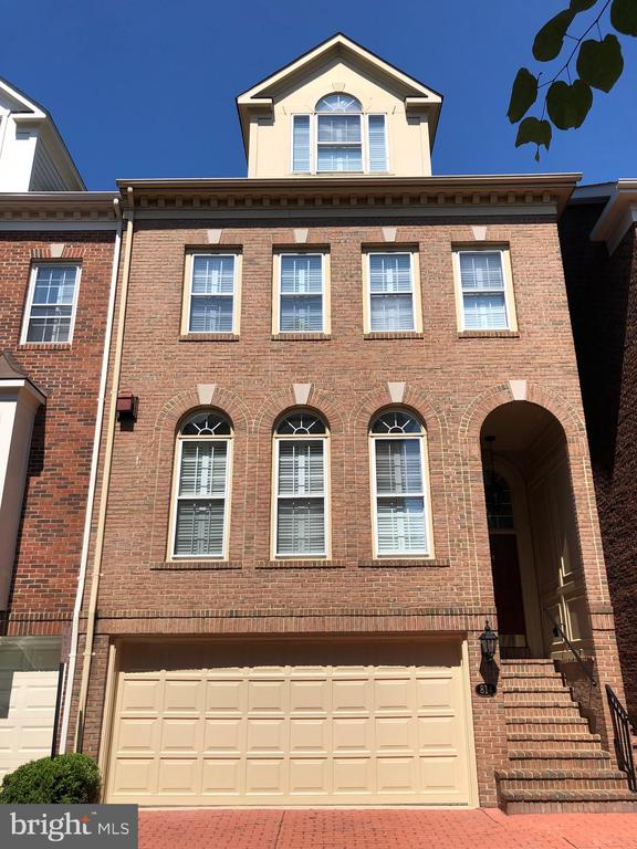 Stunning old town home in Rivergate, one of Old Town's premier neighborhoods.  Beautifully appointed with crown detail, chair rail and window railing throughout.  Hardwood floors grace the main level and all four flights of stairs.  Three gas fireplaces.  Gourmet kitchen will please even the pickiest chef.  Family room off kitchen and door to patio.  Perfect floor plan for entertaining.  Sumptuous master suite with vaulted ceiling, gas fireplace and Juliette balcony overlooking patio. Upper level hosts the third bedroom with vaulted ceiling and en suite bath. Lower level bonus room with brand new flooring.  Two car garage completes this perfect house.   The size, location and condition cannot be matched.  Neighborhood borders the Potomac River and this unit boasts a peak-a-boo view of the river from the front steps.  All you are looking for and more.  Welcome Home!