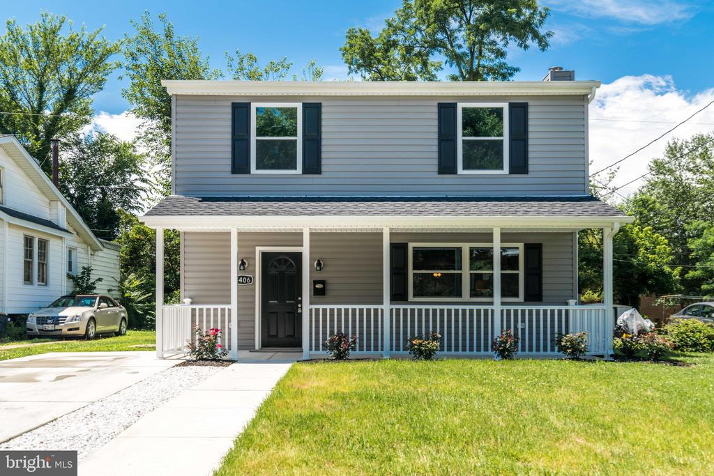 Exquisite renovation of a single family home in great Medfield location. Everyone thinks they can flip a house but you can really tell the quality from the good ones and the duds & this one really shines. The quality craftsmanship here is evident. New flooring, electric, HVAC, plumbing, roof, etc. Everything new! Cool ceilings, recessed lighting, awesome kitchen & bathrooms. The open floor plan is a truly a wow factor. Come see it today!