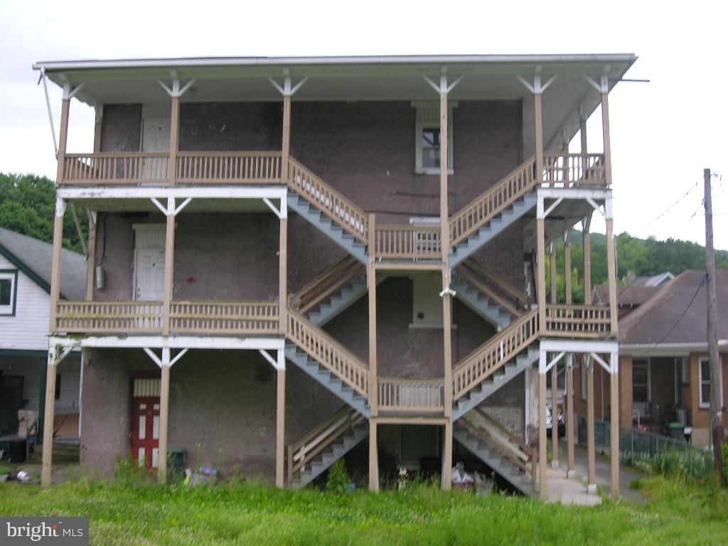 409 W BROAD STREET, TAMAQUA, PA 18252