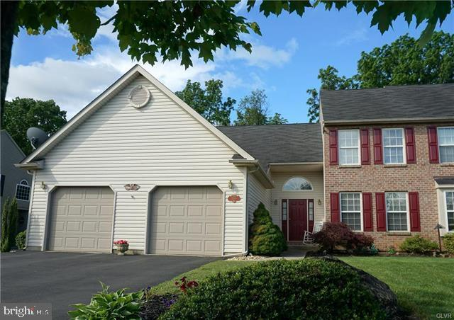 2069 ROLLING MEADOW DRIVE, MACUNGIE, PA 18062