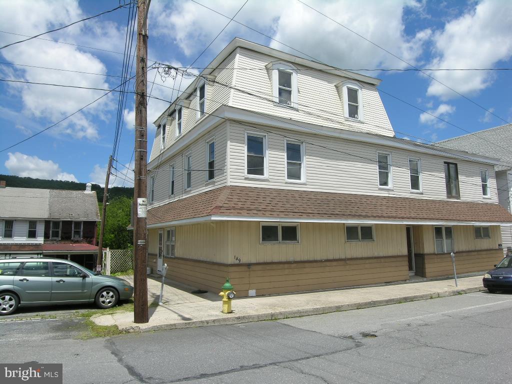 149 W RIDGE STREET, LANSFORD, PA 18232