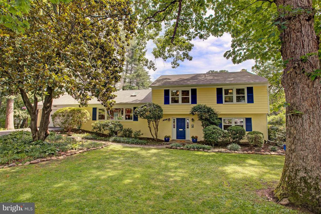 6213  WATERWAY DRIVE, Falls Church, Virginia