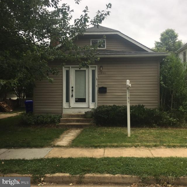 INCREDIBLE LOCATION. WALKING DISTANCE TO CLARENDON, METRO AND RESTAURANTS. BIG LOTS PROPERTY. 3 BED AND 2 BATH COTTAGE. PROPERTY RENTED AS IS CONDITION. THE NEW DECK IS CURRENTLY UNDER CONSTRUCTION.