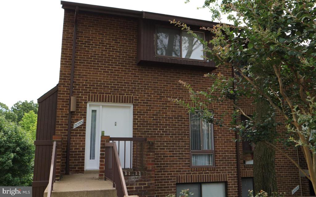 Nice two level brick end unit town-home in a         Gated Community . Living       room with fireplace. Living room/dining area combo- Balcony off of Living room overlooking the trees. Hardwood floors. Close to public                      transportation.