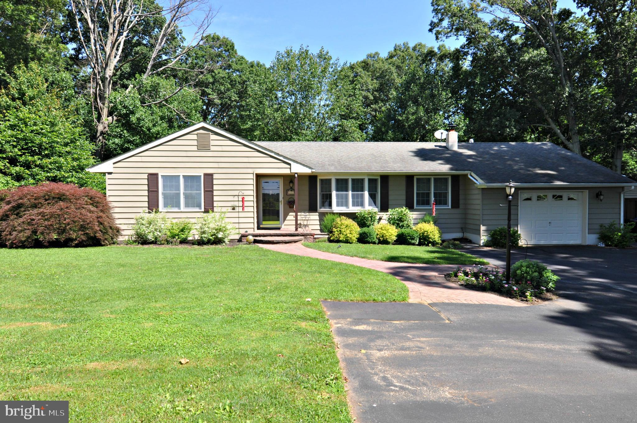 2823 MONMOUTH ROAD, WRIGHTSTOWN, NJ 08562