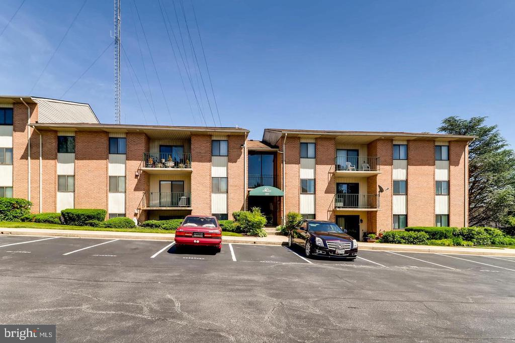 Great rental in Catonsville! This 2 bedroom 2 full bath is available ASAP. Washer/Dryer in the unit. Storage unit available for tenant to use. Credit/backround check required for each applicant.