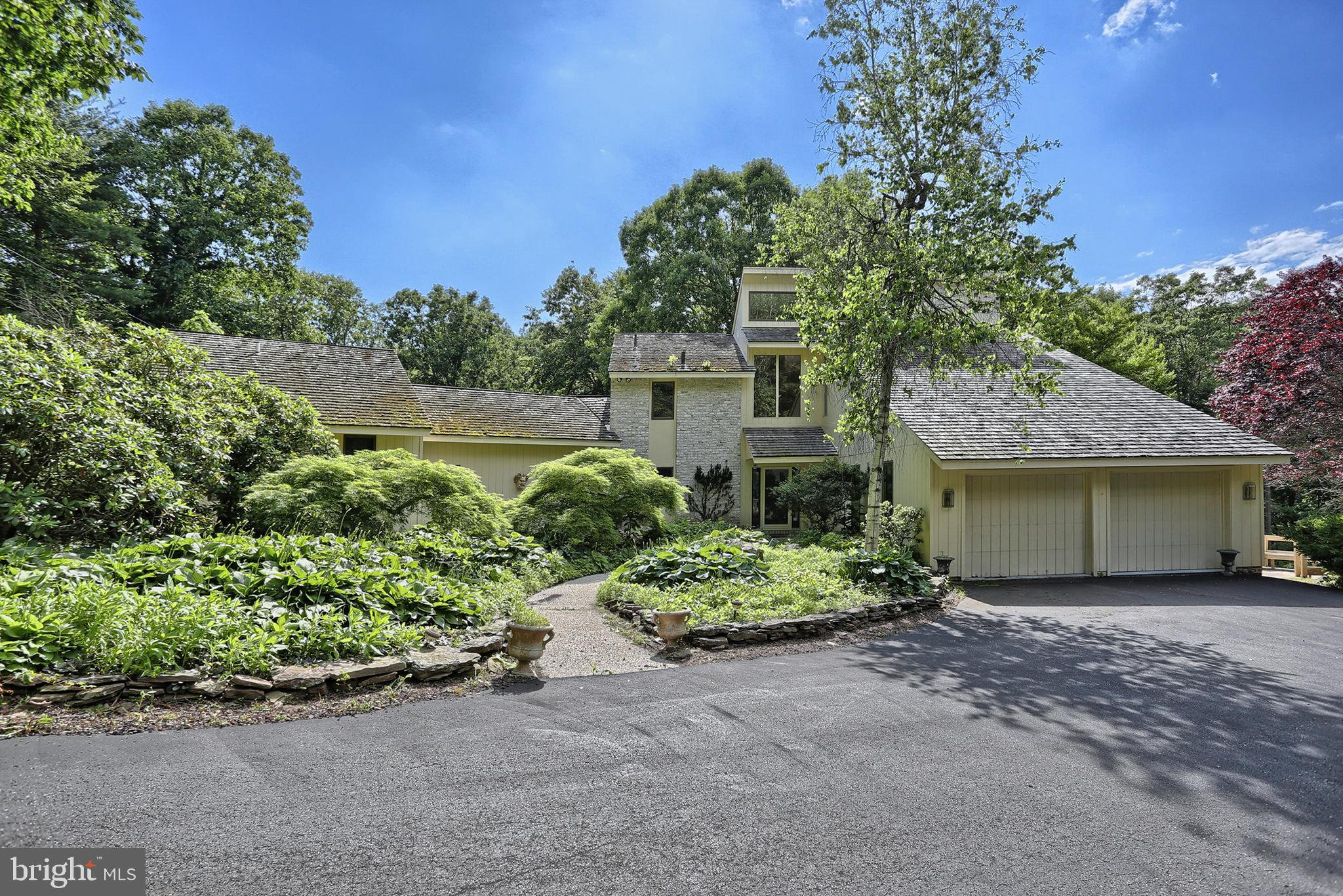 165 DEER HILL ROAD, READING, PA 19607