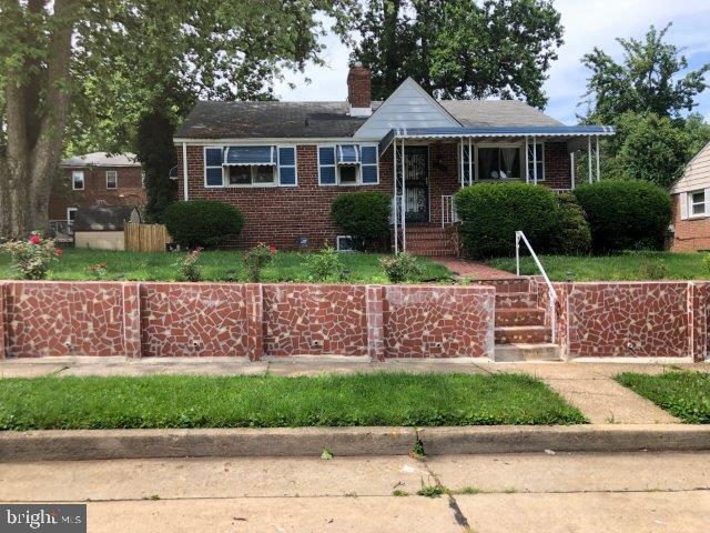 Available Move In Date 09/01/2019 Beautiful 3 Bedroom Single Family with Deck on the back Finished Basement, Hardwood Floors, 1.5 bathrooms. Cenral Air Great location yard space for summer cook outs. Come and call this place home