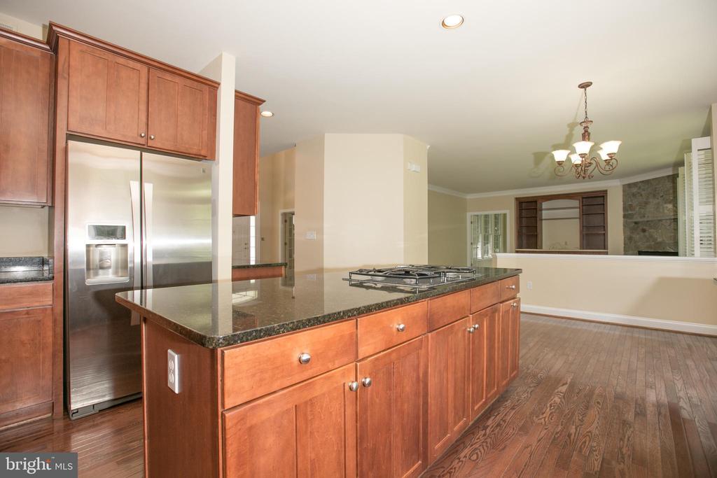 15216 EDEN ROCK COURT, GERMANTOWN, MONTGOMERY Maryland 20874, 5 Bedrooms Bedrooms, ,3 BathroomsBathrooms,Residential,For Sale,EDEN ROCK,MDMC667350