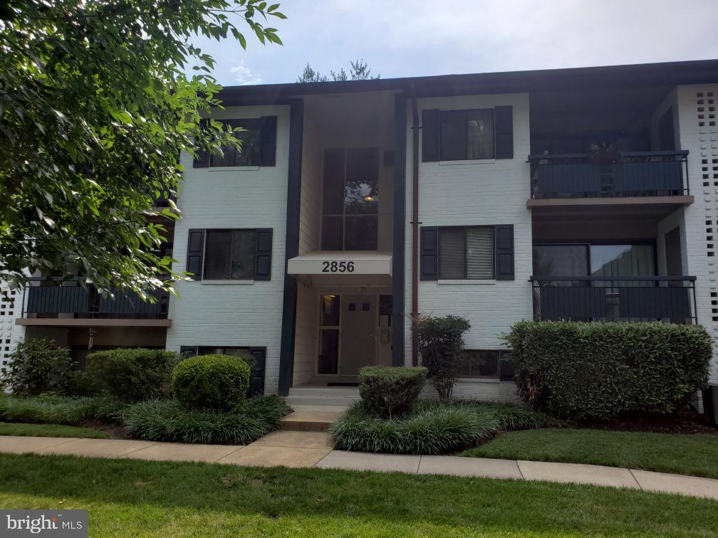 2856  DOVER LANE   103, Falls Church, Virginia