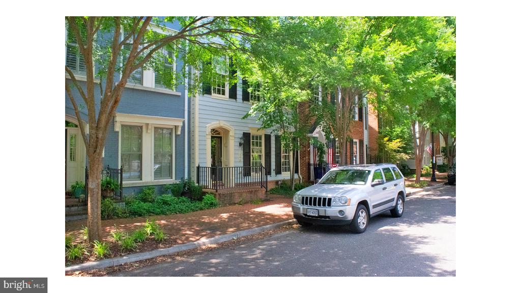Beautiful Town home with three bedroom two full baths three half baths with a den located in Potomac Greens. Updated open kitchen featuring granite counter tops and stainless steel appliances.  Sun filled living area with large windows and hardwood floors. Large master bedroom with three walk in closets and private bath. Top level features open family room with walk out terrace with view of Alexandria. Easy access to  Reagan National Airport, Old Town, George Washington Parkway, DC, and more. Community includes private shuttle service to the Braddock metro stop, community center with meeting/party room, well appointed fitness center, and outdoor pool. A Must SEE!!!