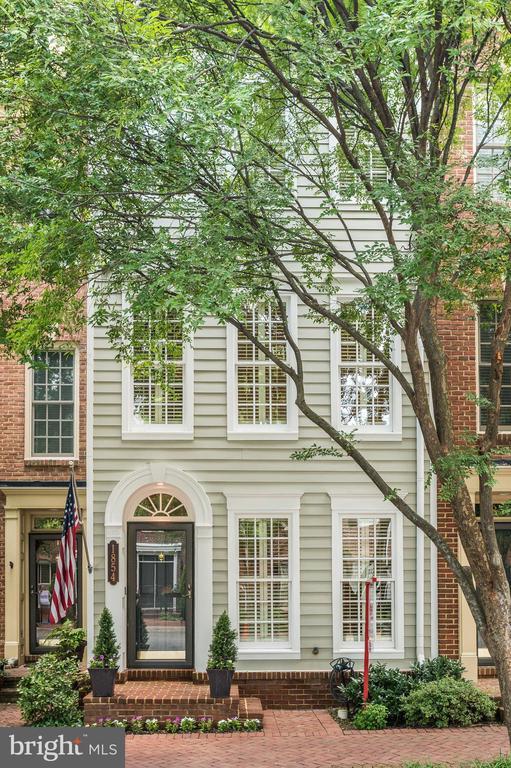 1854 Potomac Greens Dr, Alexandria, VA 22314