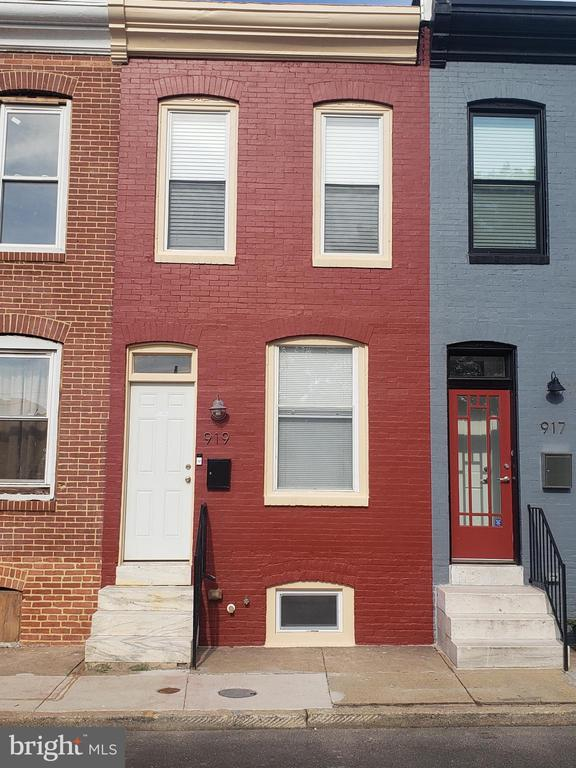 Fully renovated  Rowhouse in the sought after Station East. Beautiful 2BR, 2.5BA home, complete with finished basement rec/entertainment room. Gleaming hardwood floors throughout, stainless appliances, upgraded countertops, Backyard has a private parking pad for a full size car. Come and See. It will not last.