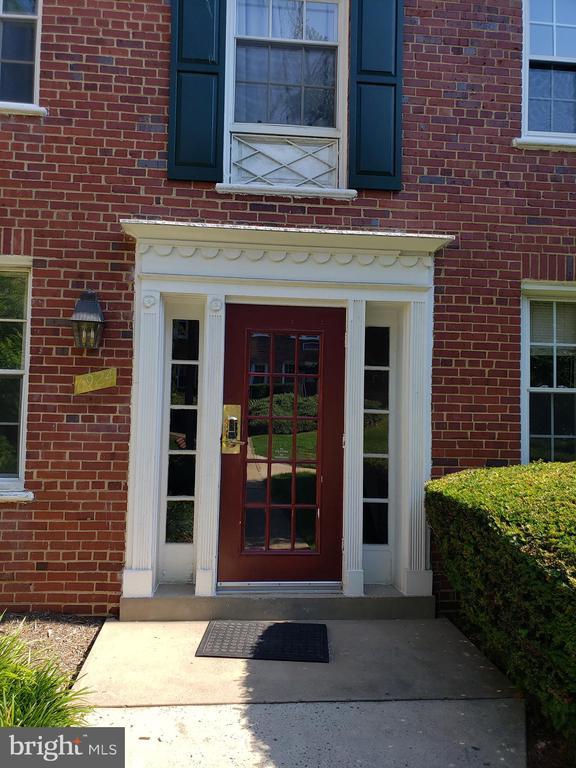 1924 N Rhodes St #87, Arlington, VA 22201