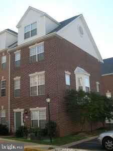 Large 4 level townhouse(End Unit)with 3 bedrooms,3 and a half baths. The first level has a 2 car garage, foyer and a den. The second level has a gourmet eat in kitchen with granite counter tops, a large island and a gas cooking. There is a separate dining room off the kitchen and flows into living room with gas fireplace. The third level has 2 bedrooms with in-suite bathrooms, the master has vaulted ceilings. The fourth consists of the 3rd bedroom with a full bath. The townhouse sits on a prime location in Arlington,just off Lee Highway for easy access to DC and just a few blocks to the courthouse metro. 2 Year lease and NO PETS.