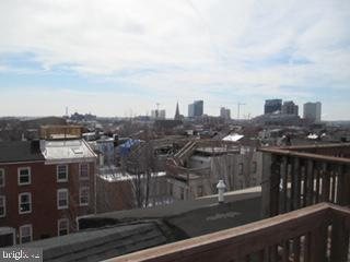 Large 3 bedroom plus a den townhouse in the heart of Upper Fells Point. Newly renovated in 2009, gourmet kitchen, with granite counters. Washer/dryer in the unit, and roof top deck. Easy walk to Hopkins of Fells Point