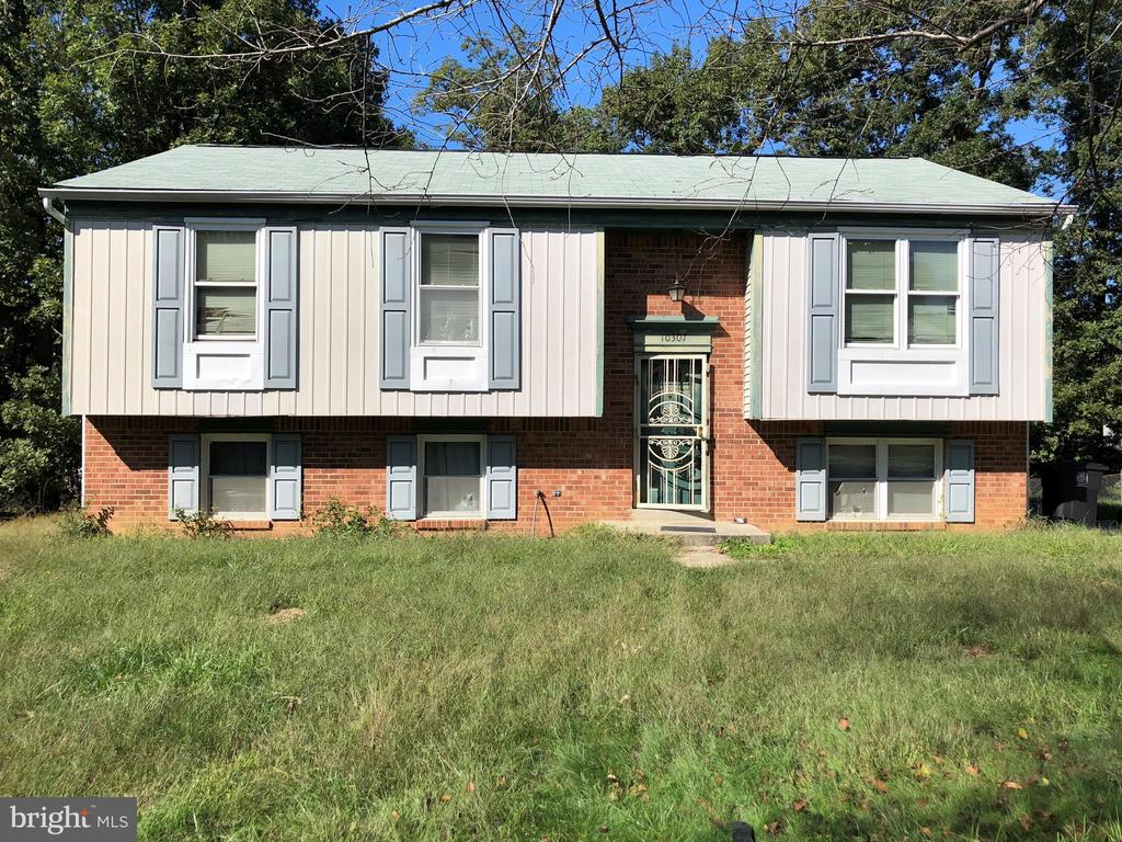 Awesome split-level home located on a level lot waiting for your full renovation ideas. This is a great opportunity for the seasoned investor and anyone hoping to fully redo a home to their liking. The home has 4 bedroom, 2 bathroom and off street parking.