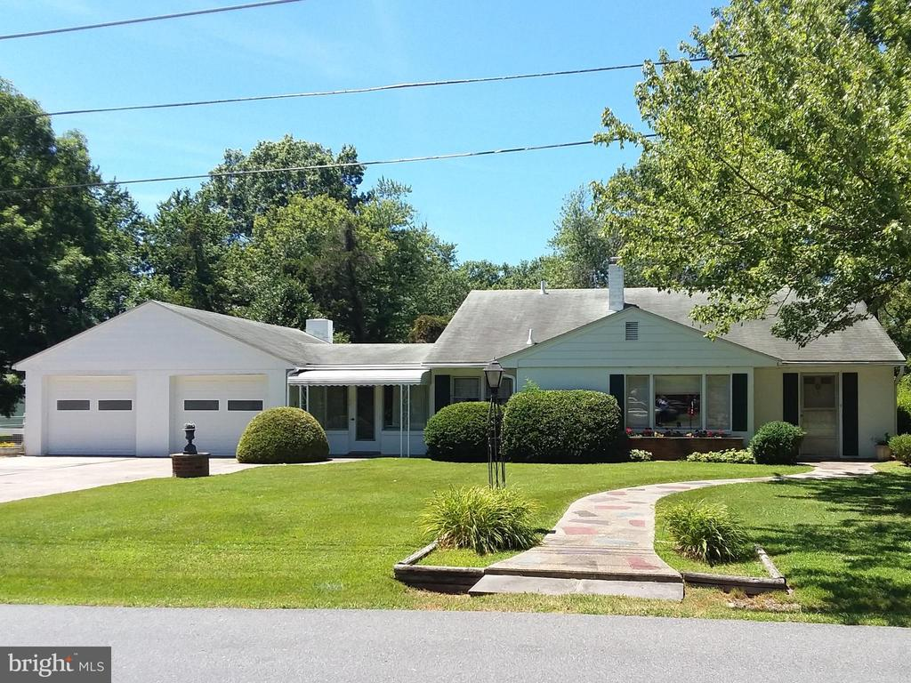 Nice rancher in the Algonquin area with deeded water rights. Large yard - back is fenced. Attached greenhouse has automatic, thermostatically controlled windows. The main part of the house has forced air oil heat and central air. The dining room and porch have electric baseboard heat. Pull-down stairs to the attic - center floored. Voluntary HOA.