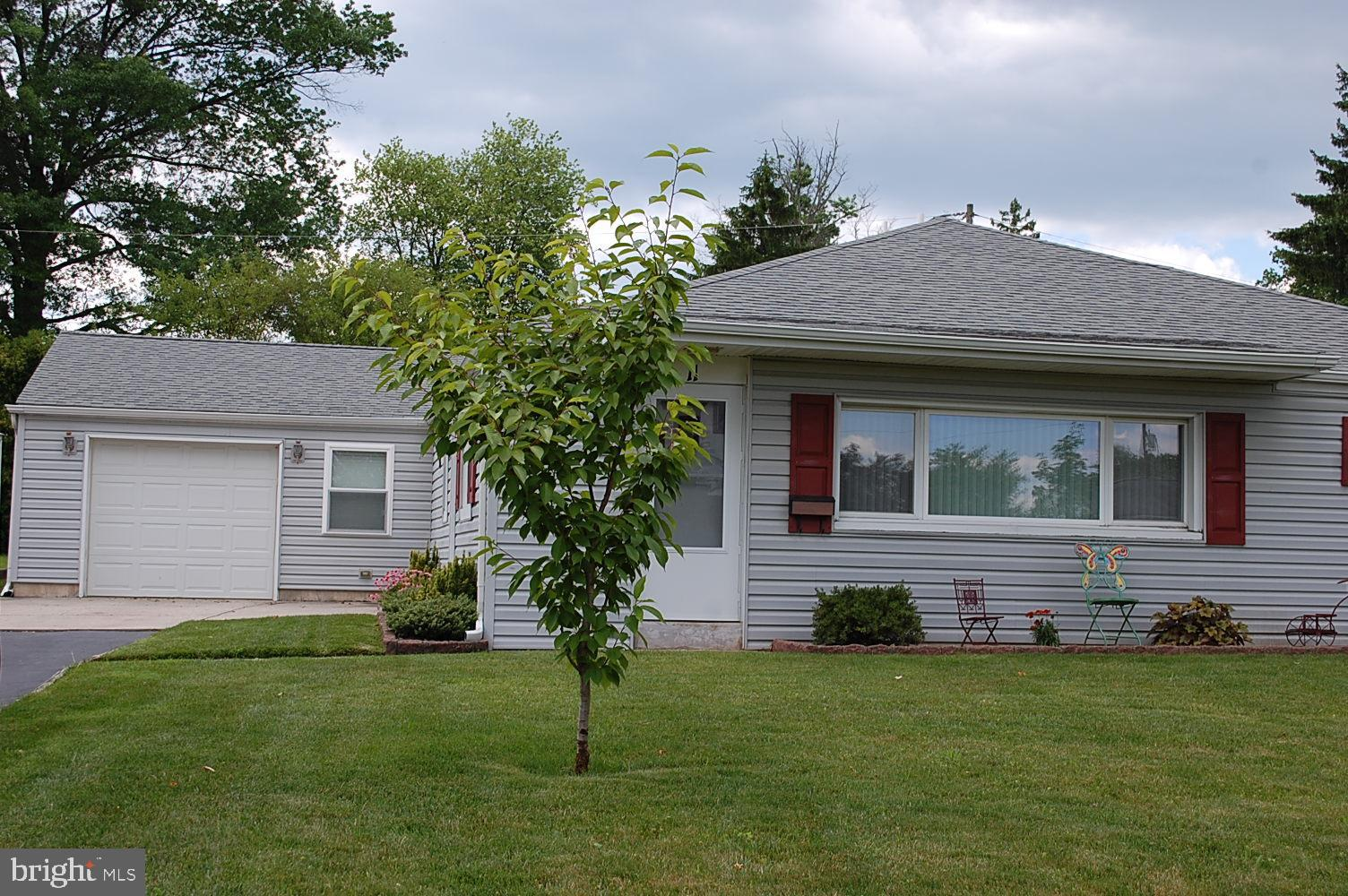 Pleasant 11 Laurel Lane Plymouth Meeting Pa 19462 Mls Pamc616232 Re Max Of Reading Home Interior And Landscaping Fragforummapetitesourisinfo