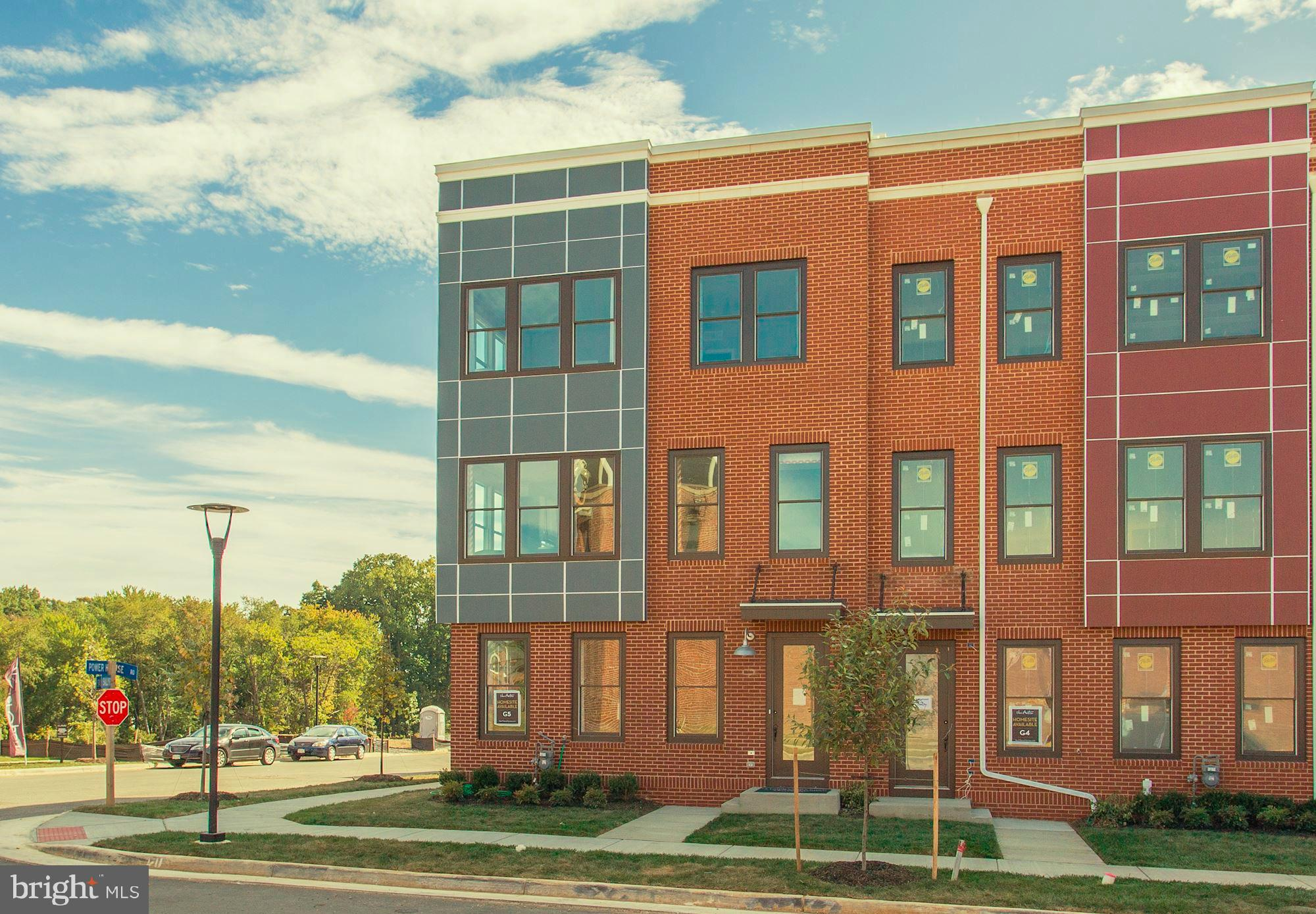 Beautiful 3 level town home with rooftop terrace