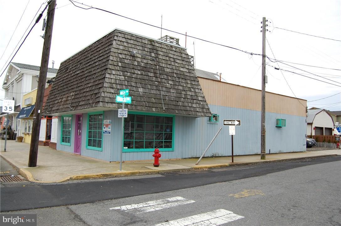110 N BAY AVENUE, BEACH HAVEN, NJ 08008