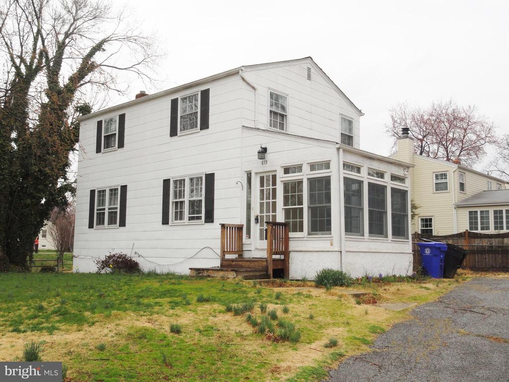 LOCATION, LOCATION, LOCATION ~ WALKING DISTANCE TO BALLSTON METRO ~ GREAT 3 LEVEL SINGLE FAMILY HOUSE ON CUL-DE-SAC ~ HARDWOOD FLOORS ON MAIN LEVEL & UPPER LEVEL ~ OFF STREET PARKING. 1 PET CASE BY CASE WITH DEPOSIT. MAX 2 UNRELATED ADULTS. MAX 2 INCOMES TO QUALIFY. EMAIL ALL QUESTIONS TO LISTINGAGENT@PROMAXREALTORS.COM