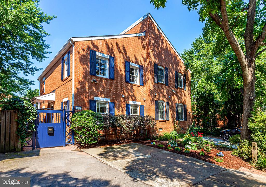 """Near Amazon HQ   National Landing   Old Town  This semi-attached """"twin"""" single family home in the desirable Westover, Alexandria neighborhood offers generous front & rear yards, spacious contemporary 2-level interior w/many windows, separate dining room with window, 1st floor powder room, generous room sizes, hardwood floors, WB fireplace and French doors opening to a large, private fenced patio with landscaping beds. Numerous updates by current owners include a SS appliance package. Conveniently located between Del Ray and Old Town. Just blocks to Trader Joe's & Harris Teeter, Westover & Slaters Lane retail/restaurants, Old Town Alexandria. Approx. 0.8 mi. to Braddock Metro Station, 1 mi. to Del Ray, 1.4 mi. to Potomac Yard and 3.9 mi. to Pentagon City. Two lights to DC on GW Parkway.Tenant-occupied. Great investor opportunity. Seller 1031 Exchange language required."""