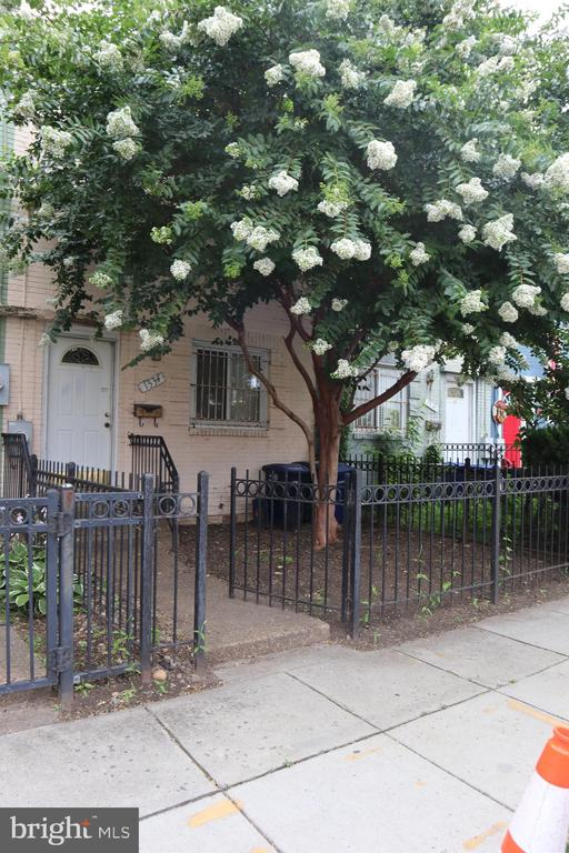 """LOCATION, LOCATION, LOCATION! 3 minutes away from the """"Nationals Park"""" Stadium. The right Buyer will know exactly what to do with this charming property. Featuring three real bedrooms, 1.5 baths... The possibilities are surely endless with this one."""