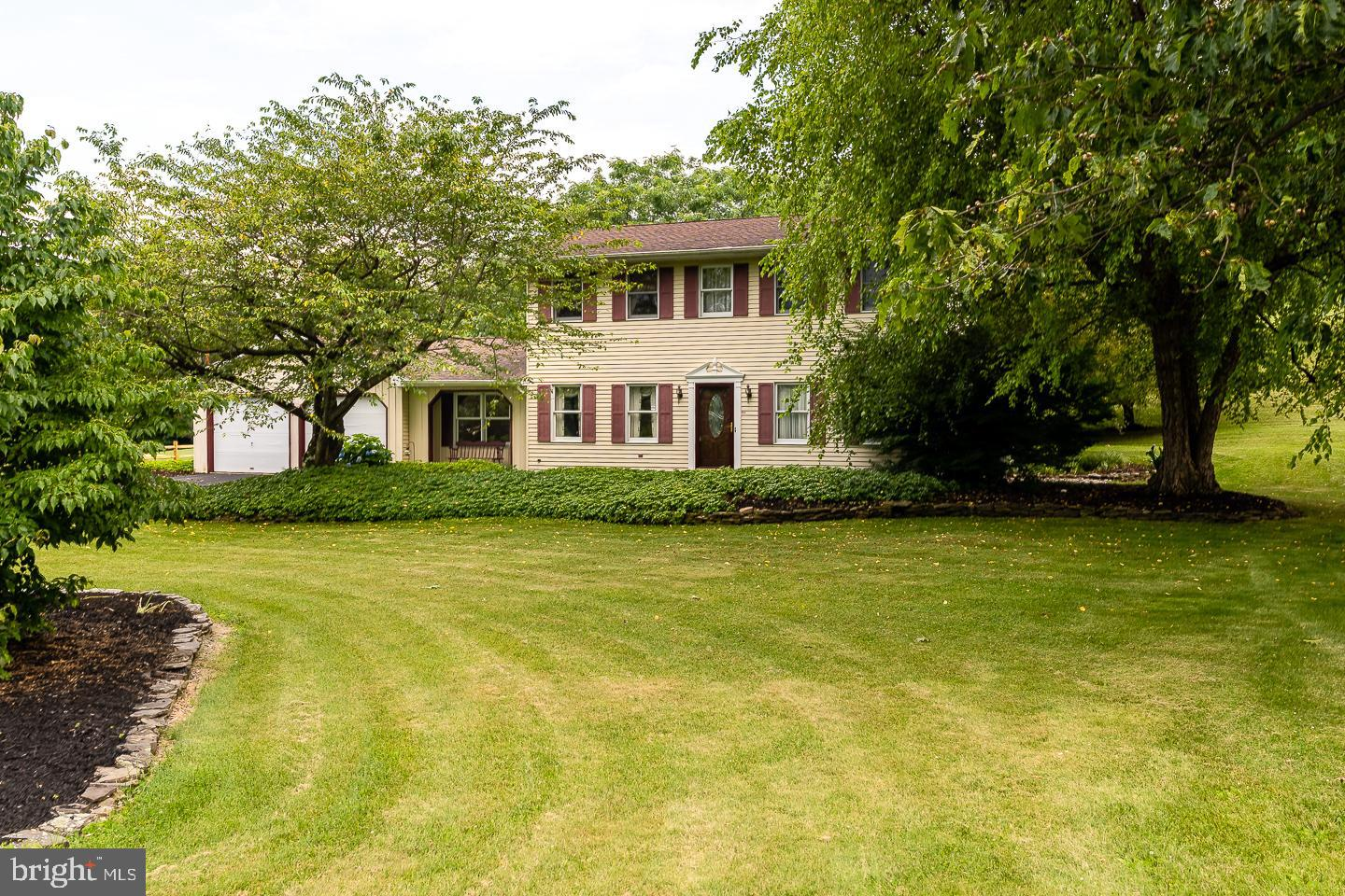 7230 WHISPERING LANE, SLATINGTON, PA 18080