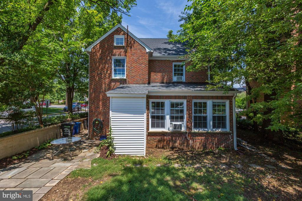 4810 Chevy Chase Dr, Chevy Chase, MD 20815