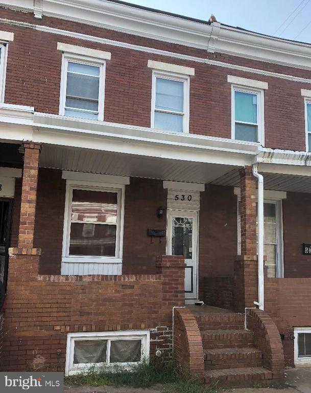 Rehabbed in 2006, needs cosmetics (paint and carpet) Seller will Offer Paint and Carpet Allowance.  Stainless Appliances, Updated Bath, with Skylight, Gas Heat and Hot Water Heater.