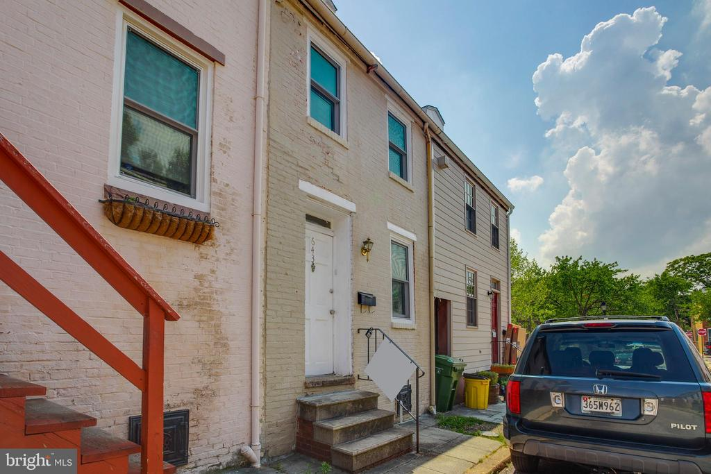 Currently rented at $1695 per month.  3 Bed 3 Bath in Historic Ridgely's Delight.  Steps from the neighborhood park, UMMC, the light rail and more.   Each level of this home has its own bed and bath.  The private outdoor courtyard is perfect for entertaining or a summer BBQ.   This one will go quickly.  Make your appt today!