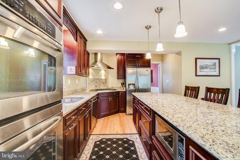 3409 Thornapple St, Chevy Chase, MD 20815
