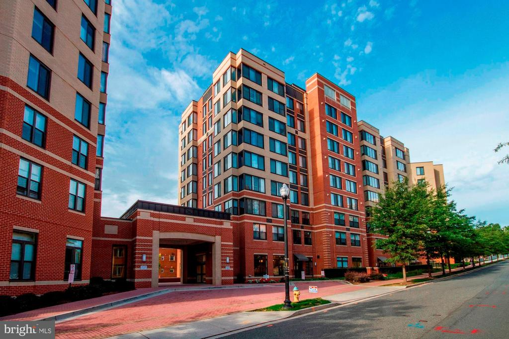 2220 Fairfax Dr #Ph06, Arlington, VA 22201